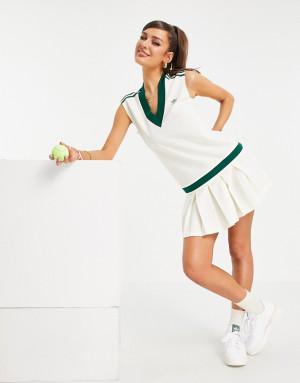Кремовое плиссированное платье с V-образным вырезом и логотипом adidas Originals 'Tennis Luxe'-Белый